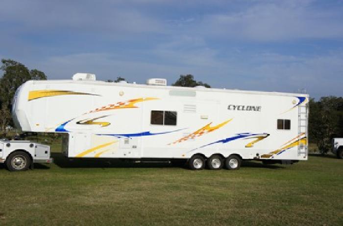2008 Cyclone Toy hauler 41' Bunkhouse