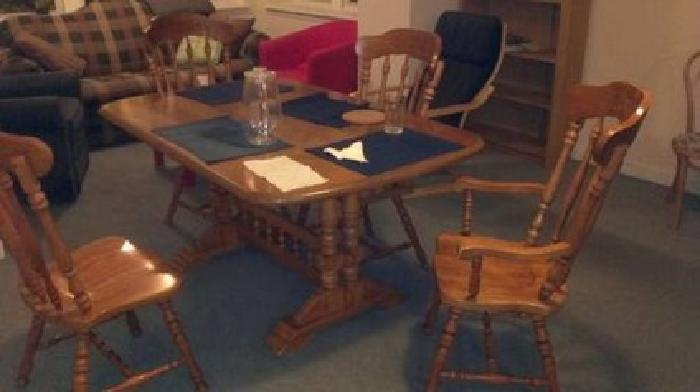 $200 Dining room set - beautiful table and chairs