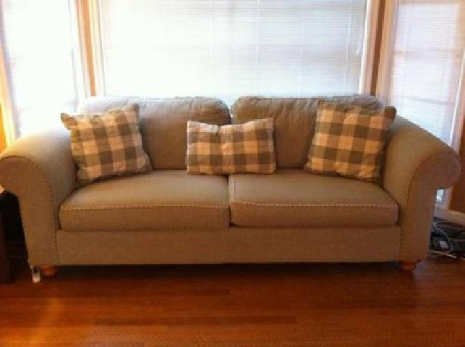 $200 Great green couch
