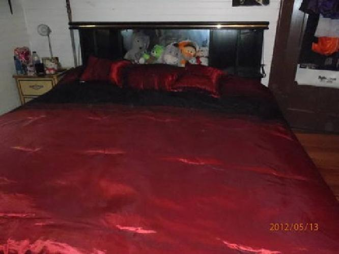 200 King Size Waterbed With Lighted Mirrored Headboard