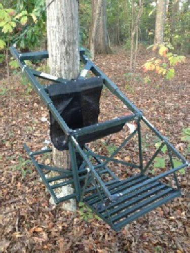 200 Tree Lounge Climbing Tree Stand For Sale In Winfield