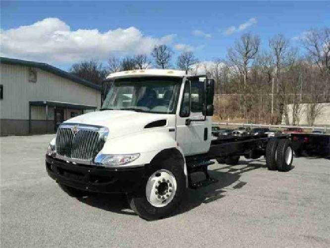 2013 INTERNATIONAL 4300 Cab Chassis Truck
