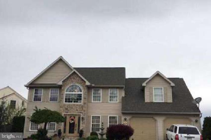 207 S Rosewood CT Wernersville Seven BR, Beautiful home!