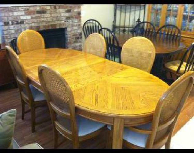 $225 Thomasville solid oak American Country dining table