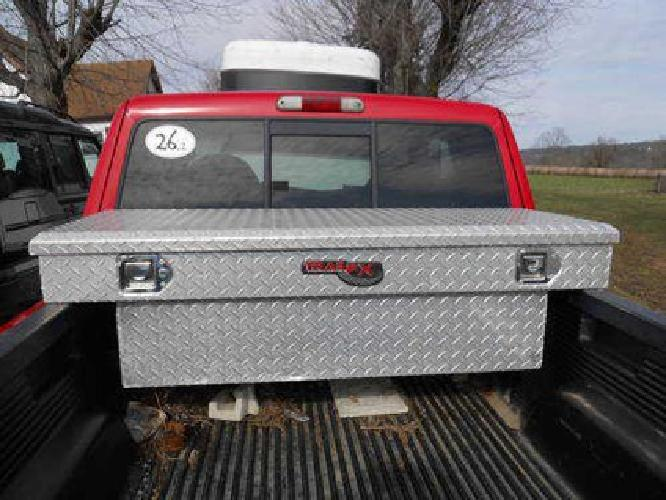 $225 Tool box medal for rear truck LOOKS LIKE NEW.......,A REAL DEAL