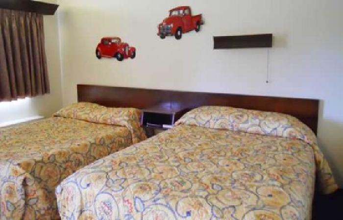 $250,000 Motel For Sale (Hampton, IA) $250000 7300sqft