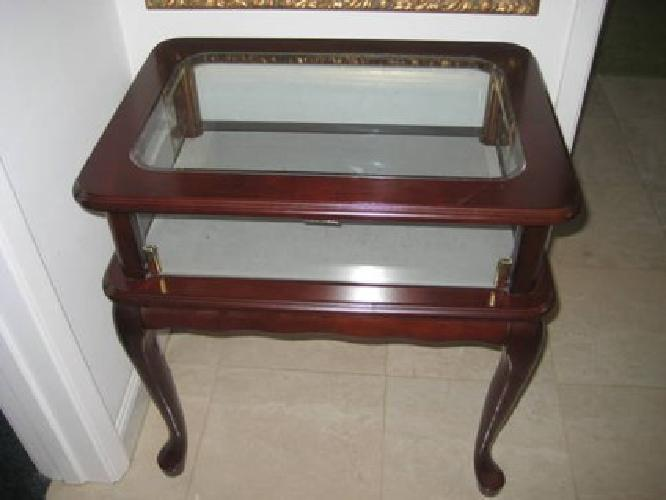 $250 BEAUTIFUL Cherry Curio Display End Table Glass Top And Sides