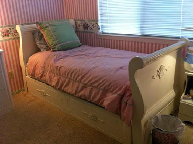250 Obo White Twin Sleigh Bed For Sale In West Sacramento