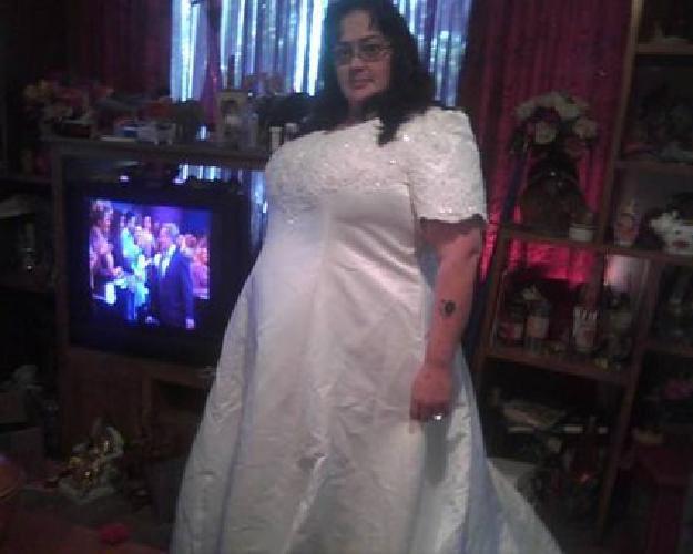 $250 Plus size weddong dress