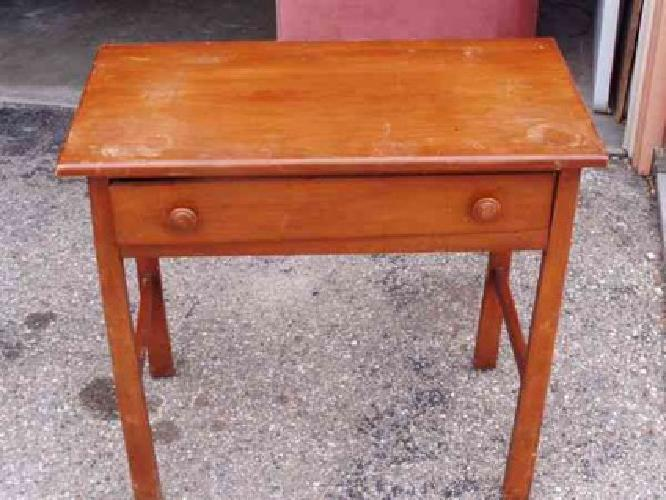 25 small desk or table 31 x 16 and 31 tall nampa for Furniture nampa idaho