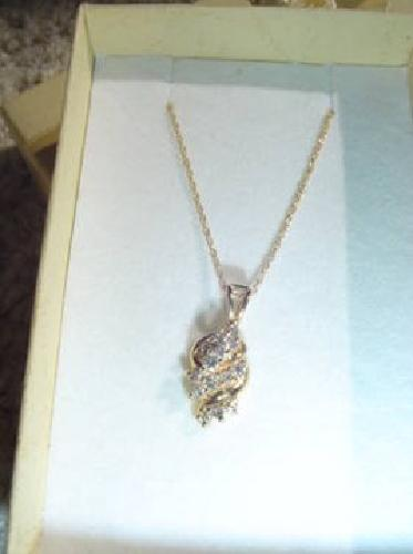 $275 STUNNING 13 DIAMOND CLUSTER 1/4 Ct Necklace 14-K Yellow SOLID GOLD!
