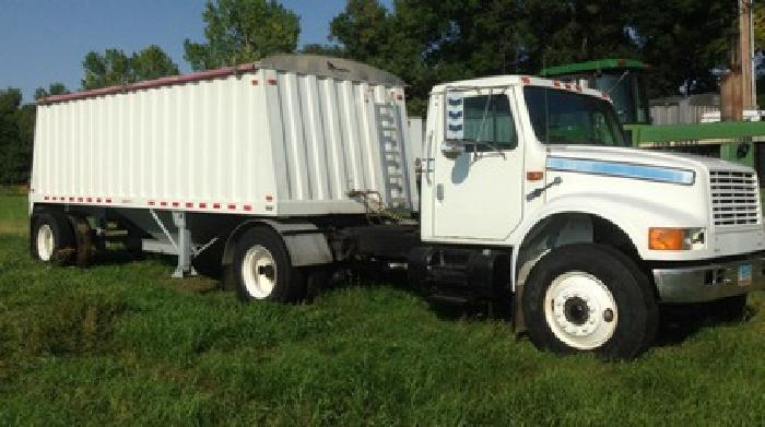 $27,500 1991 Case-IH 4900 SA Tractor and Trailer