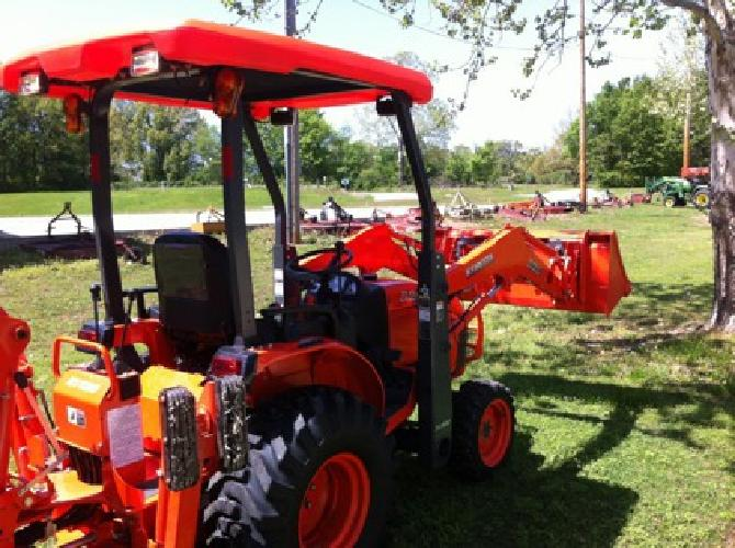 $27,500 2013 Kubota B26tlb Tractor W/Backhoe *4x4 *Hst *Canopy W/Lights *26hours