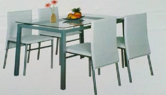 $280 New in Box Dining Table with 4 Chairs