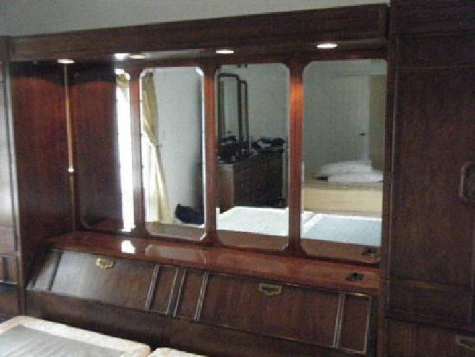 2 000 Thomasville Mystique King Size Bedroom Set Pier