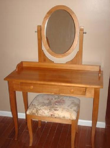 2 100 Ethan Allen Solid Maple Vanity With Upholstered
