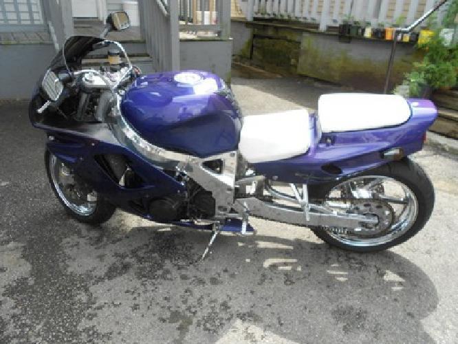 $2,700 93 Honda Cbr 900