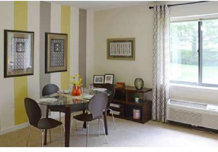 2 Beds - Beacon Pointe Luxury Apartments