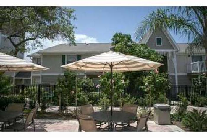 2 Beds - Flagler Pointe
