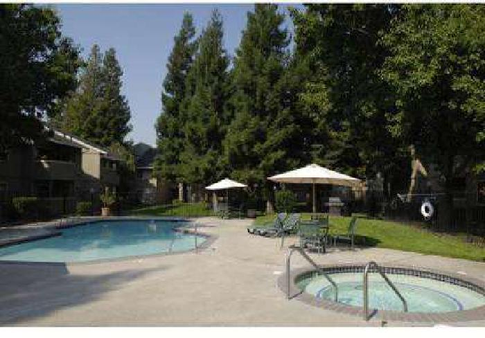 2 Beds - Oak Ridge Apartments