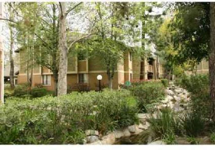 2 Beds - River Oaks Apartments