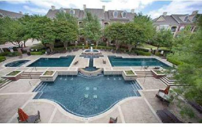 2 Beds - The Lincoln at Towne Square Apartments