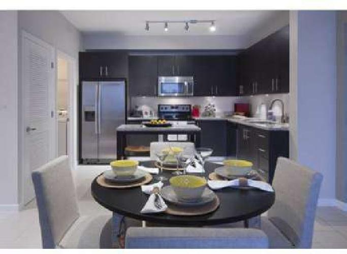 2 Beds - Town Fontainebleau Lakes
