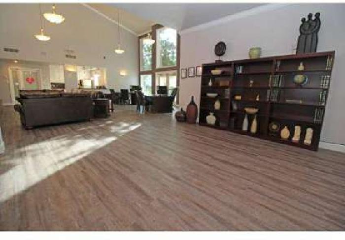2 Beds - Woodbridge Apartments