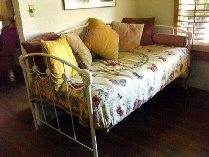 300 vintage wrought iron daybed with mattress comforter and pillows for sale in ventura. Black Bedroom Furniture Sets. Home Design Ideas