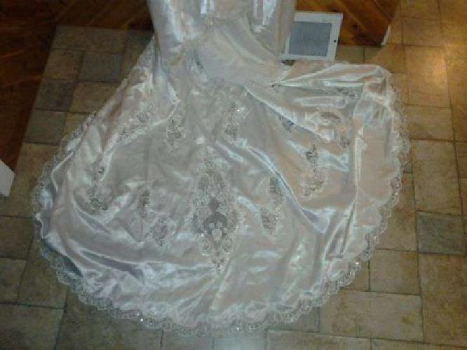 $300 Wedding Dress (Hazelton, ID)