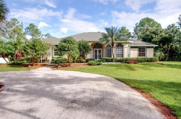 3118ft2 - 3 B/2.5 BR Estate Home on 5 Acres *PRICE REDUCED*
