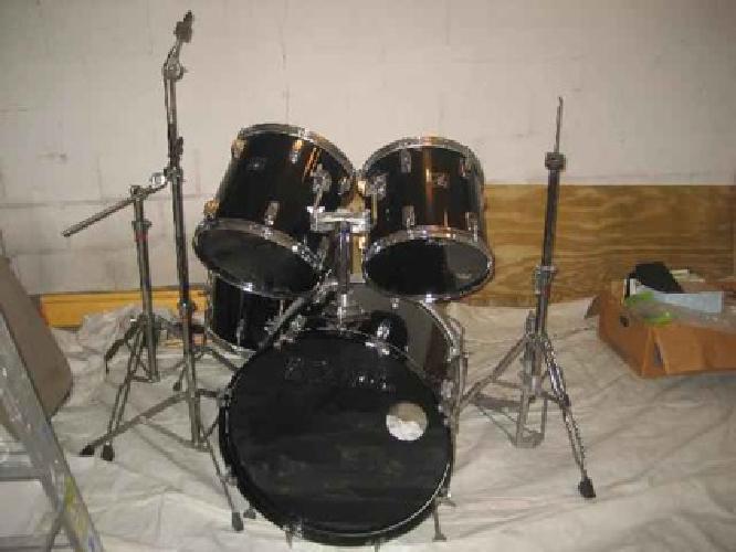 $325 DRUM SET, 5 piece TAMA Swingstar, 1 bass drum, 2 tom toms, 1 floor tom