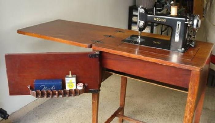350 1950 S Vintage Collectors Necchi Sewing Machine W