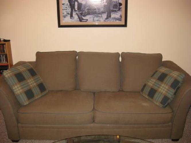 350 bauhaus olive green couch sofa chair and a half for Porte ottoman