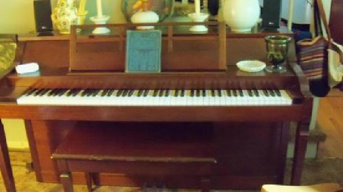$350 upright piano in good condition