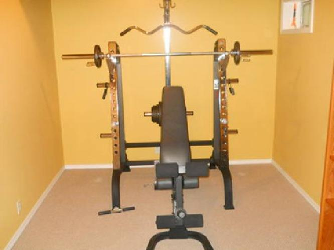 $350 Weider Club 500 Weight Bench for Sale in Rockford, Illinois