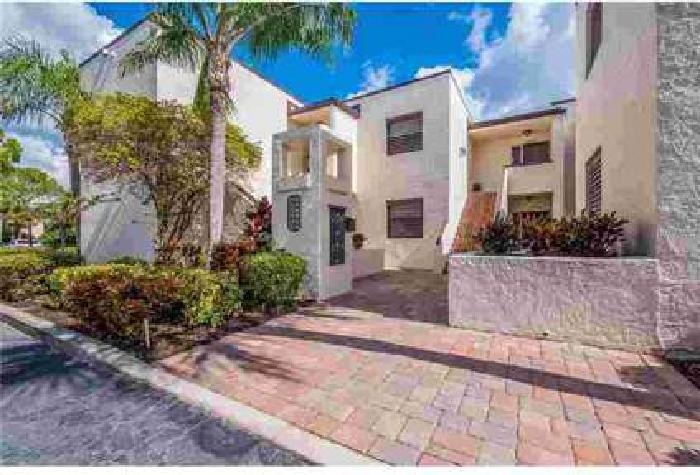 3534 Richwood Link #44 Sarasota Three BR, UPDATED 3/2 condo with