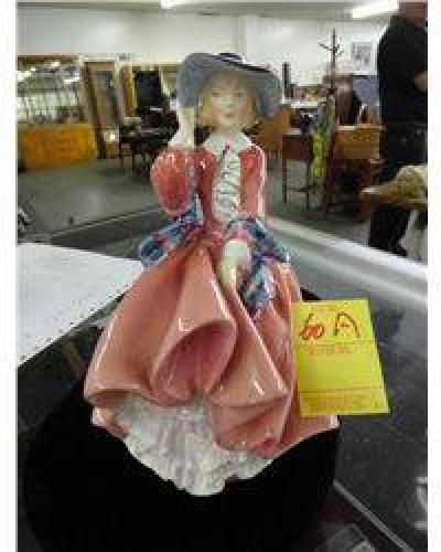 $35 Royal Doulton Figurine - Top of the Hill