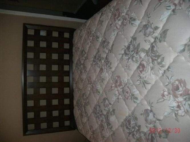 $375 Complet Queen Size Bed Set