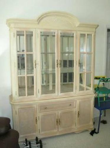 Bon $399 China Cabinet   Blond Wood, Mirrored Back And Lights