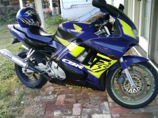 $3,000 Honda CBR 600 F3 Motorcycle