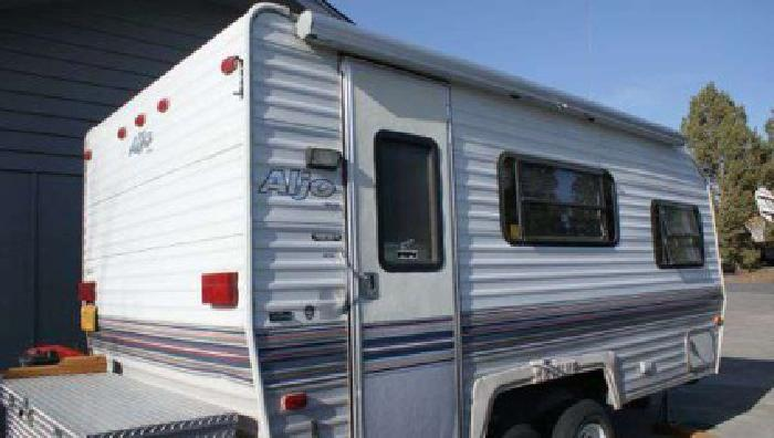 Simple 16FT TRAVELAIRE CAMPER  2200 WPG In Winnipeg Manitoba For Sale