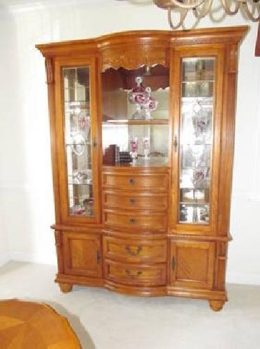 $3,300 BEAUTIFUL Oak Dining Room Furnture