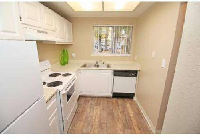 3 Beds - The Esplanade Townhomes & Apartments