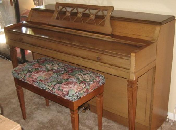 400 1960 S Wurlitzer Spinet Upright Piano For Sale In San