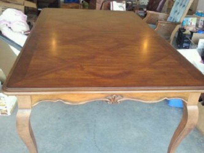 $400 Broyhill Dining Room Table
