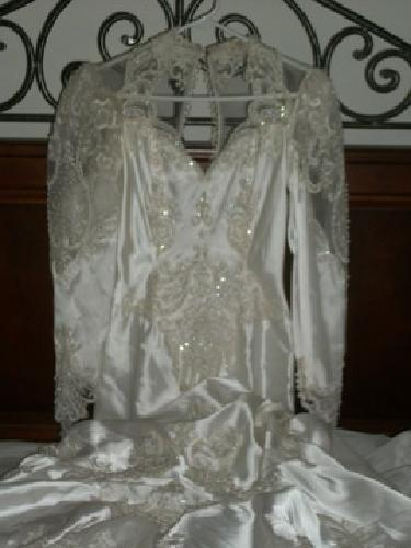 $400 OBO Beautiful Mermaid Wedding Gown