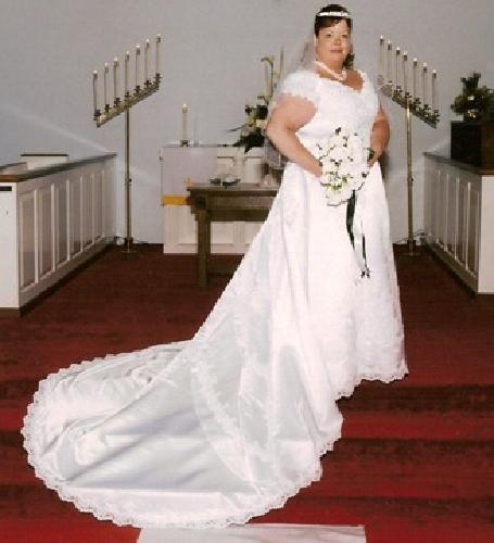 $400 OBO Beautiful plus size wedding dress - David's Bridal Size 22 -