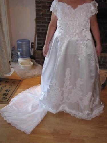 $400 OBO Beautiful plus size wedding dress - David's Bridal Size 22