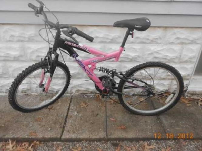$40 2 Bicycles - Nice!! - 10 speeds (both)(Churchill Downs Area)